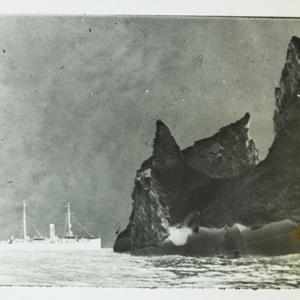Steamship Next to Icebergs_54.jpg